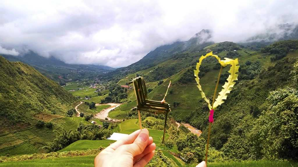 Take photo with horse and heart, made by Hmong's women
