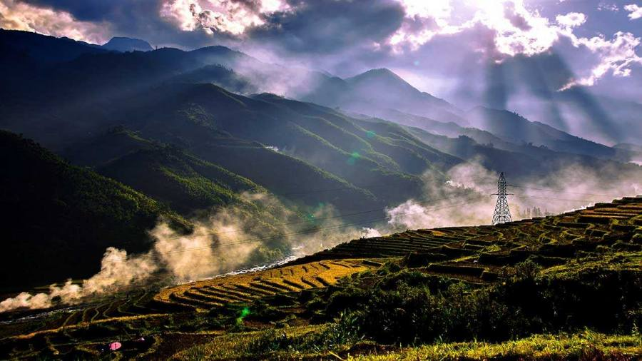 Trekking through rice terraced fields - Sapa 1 day trekking